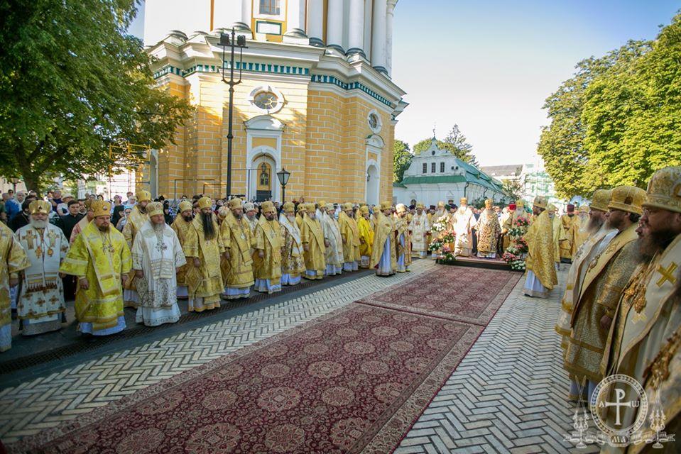 Архиепископ Феодосий сослужил Предстоятелю УПЦ на праздничной Литургии в Киево-Печерской Лавре (+ВИДЕО)